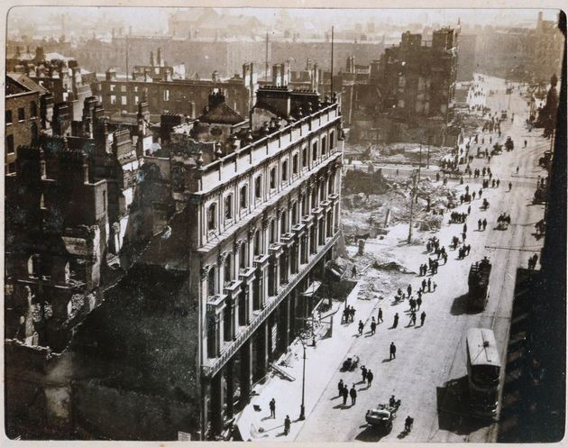 1916 Easter Rising , Clerys from Nelsons Column